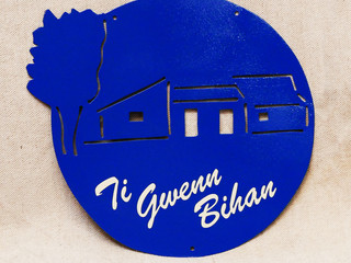 Enseigne à l'ancienne avec nom de maison TI GWENN BIHAN