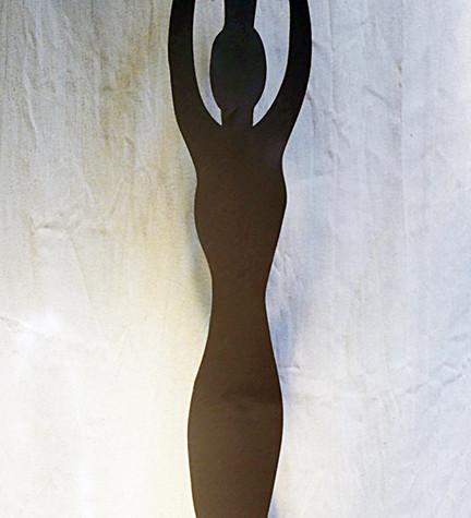 statue-africaine-metal-globe-terrestre.J