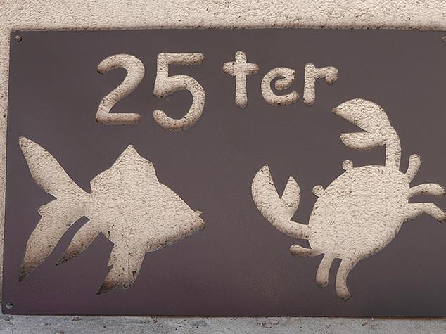numero-rue-metal-design-poisson-crabe.jp