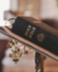 bible-blur-christ-372326.jpg