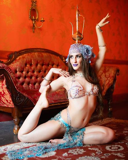 nouveau cabaret dancer veronica lynn photographed by Jason Harpole los angeles california