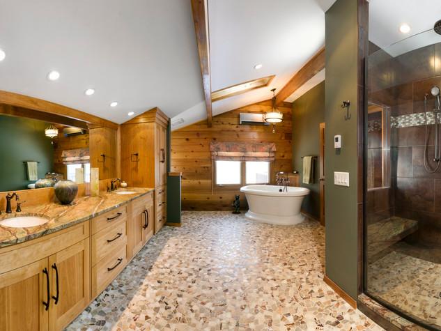 Bathroom pano cropped copy.jpg
