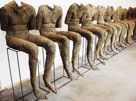 Siedzące figury / Seating Figures, 2002