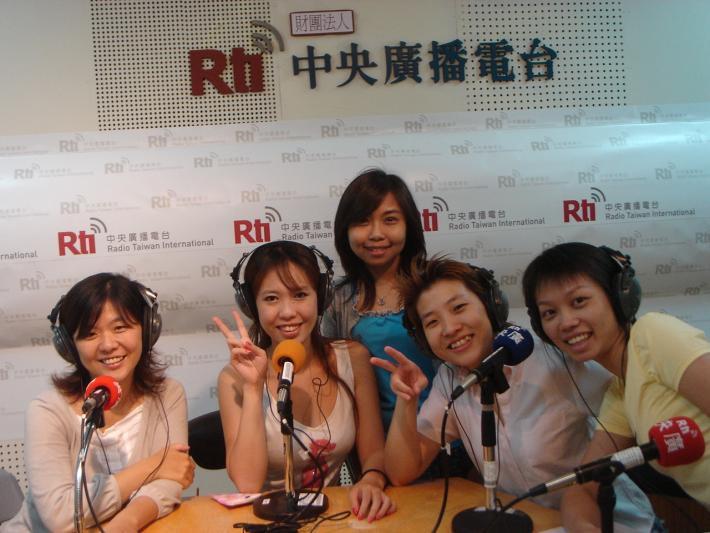 (年輕的贈物網團隊,下排右二為創辦人馬玉如。來源:馬玉如Google+)