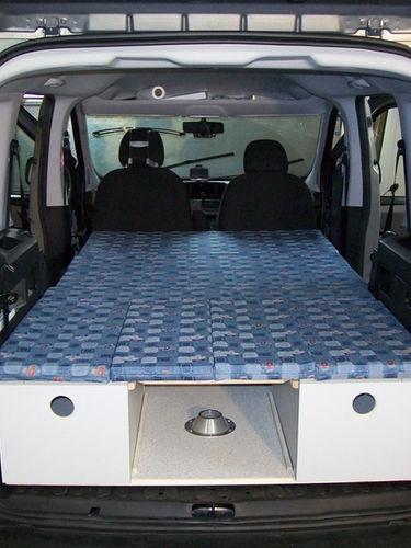 Opel Combo: Bett