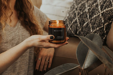beeswax-coconut-wax-amber-candle-jar-held-in-a-living-room