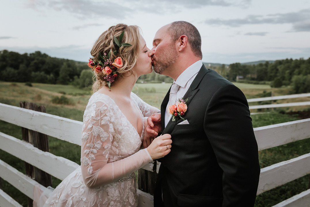 LONG RIVER PHOTO - Bride and Groom - Boh