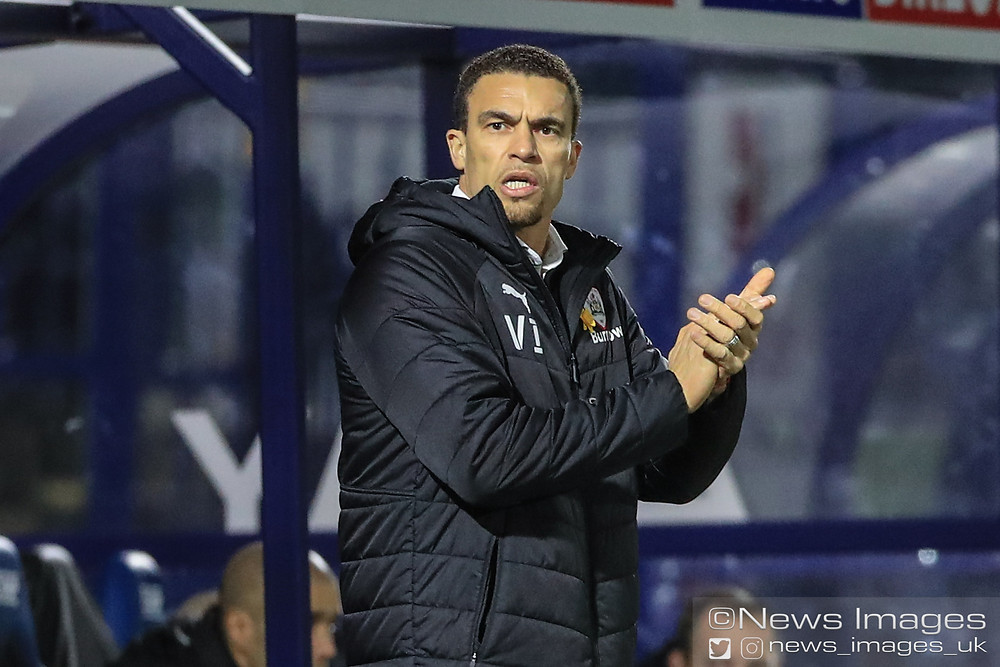 Valérien Ismaël manager of Barnsley applauds his players