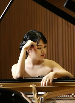 Inyoung Kim received Honorable Mention in the Liszt-Garrison Competition!