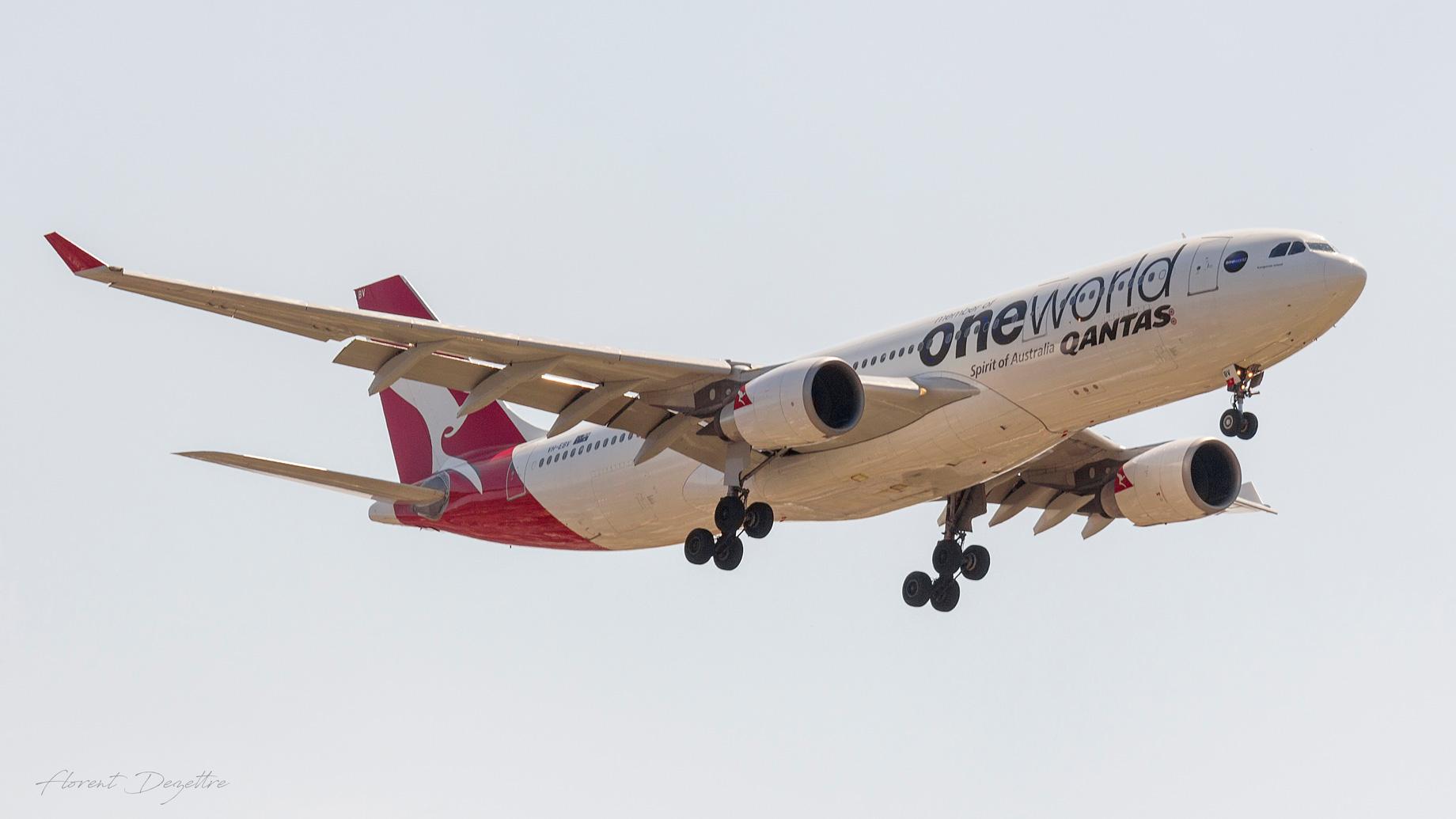 Onworld-Qantas-A330