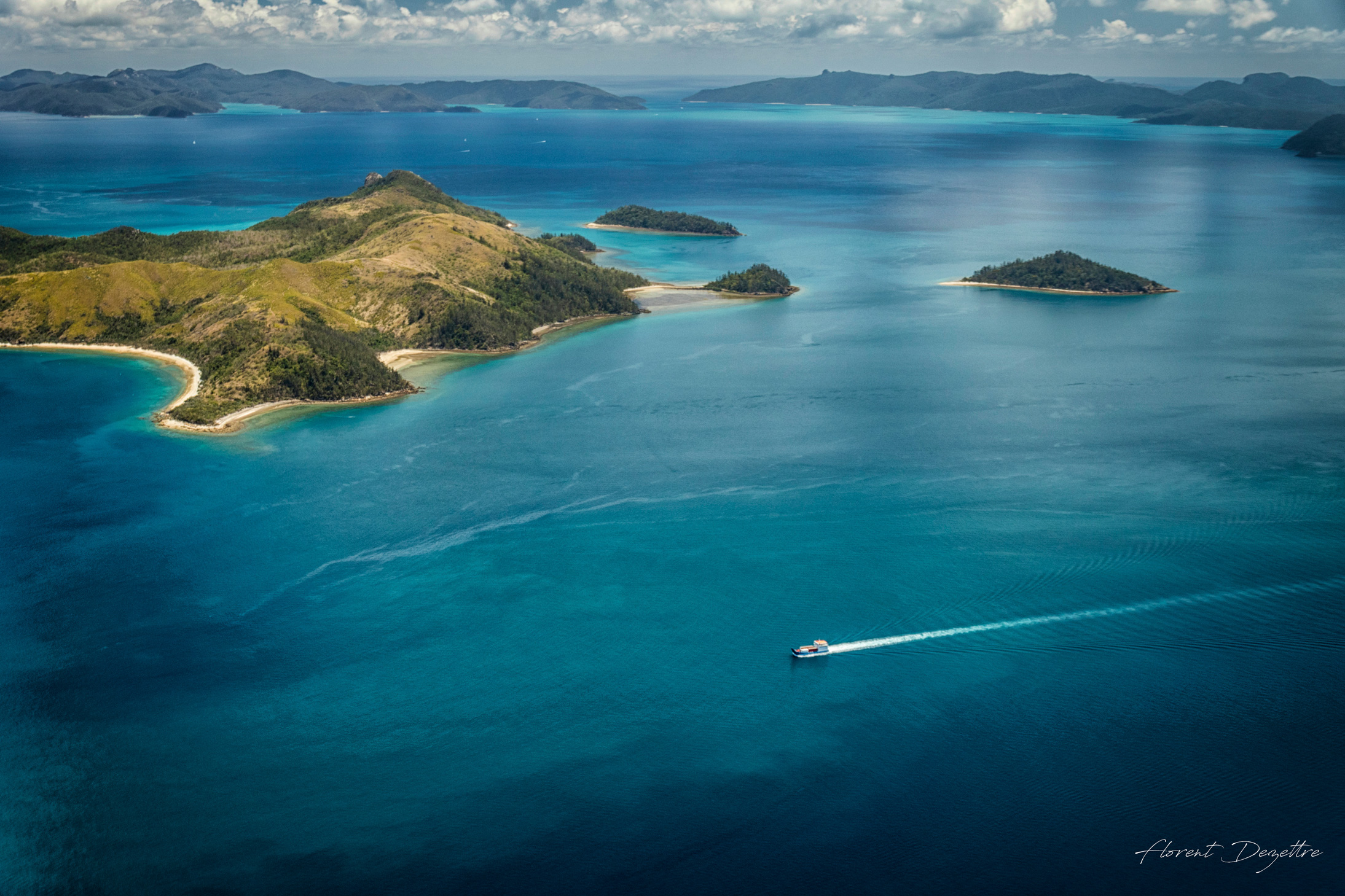 Lonely-Boat-In-The-Whitsundays