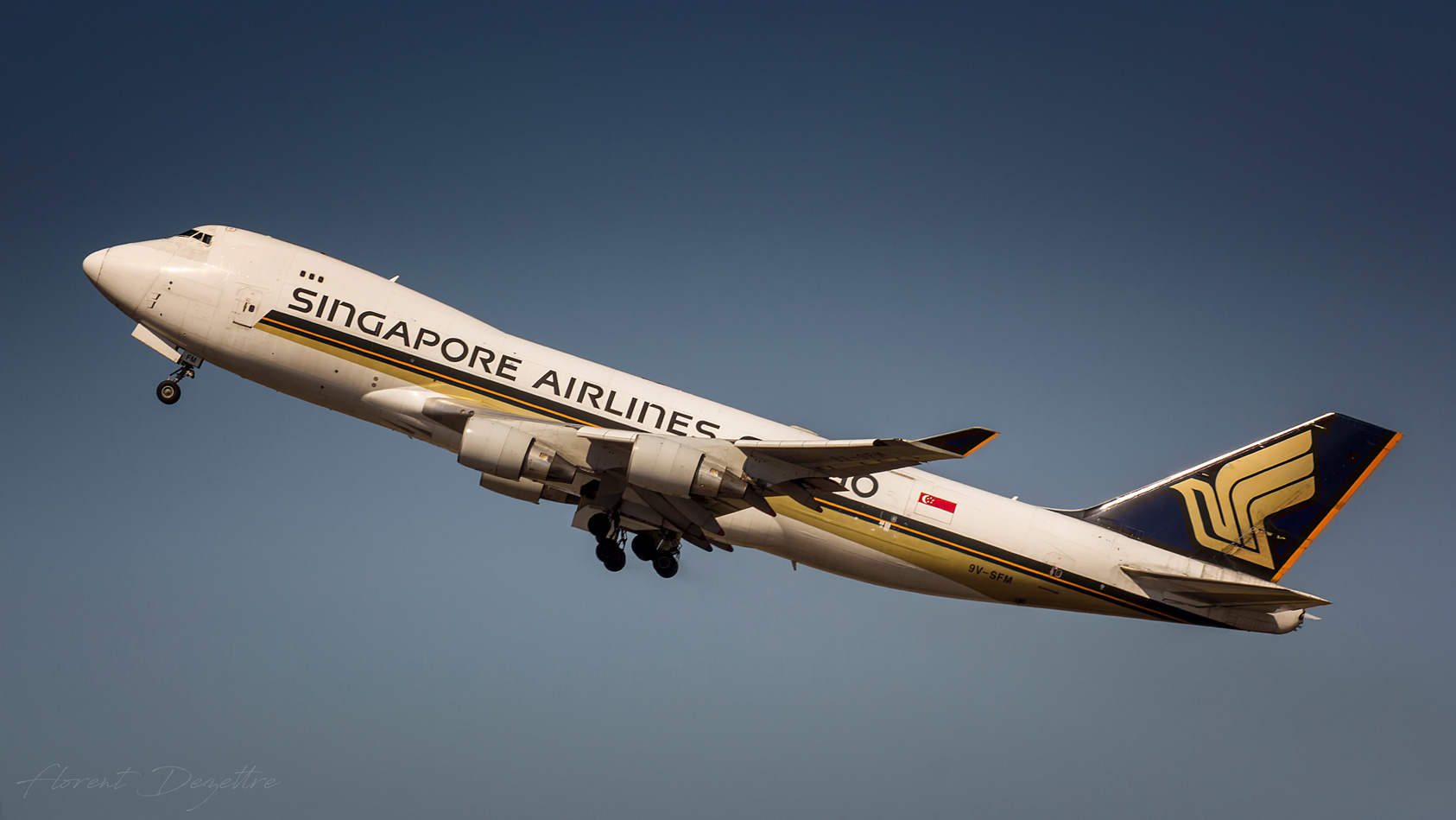 Singapore-Queen-Take-Off