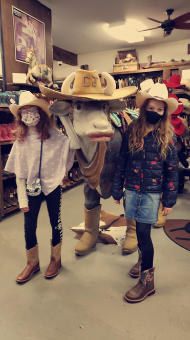Evy and Riah Shopping with Risty