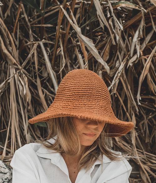 chapéu de praia em crochê com tingimento natural
