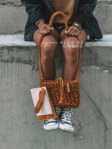shoulder-bag-de-croche-moderno-com-alca-