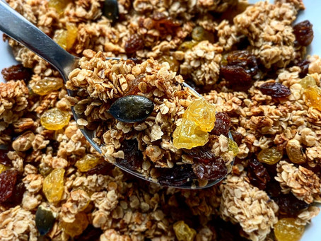 GOLDEN PEANUT BUTTER GRANOLA