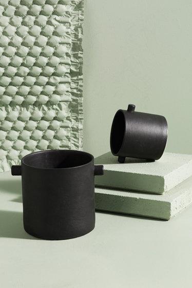Zakkia - Black Handle Pot (Large)