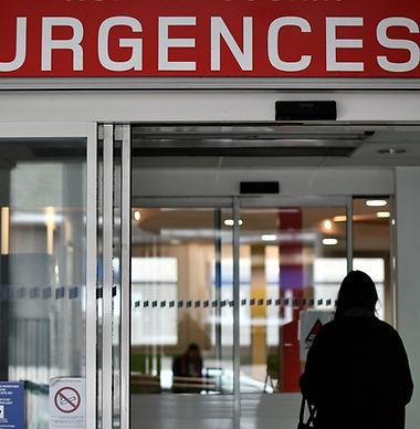 7791627190_une-femme-entre-aux-urgences-