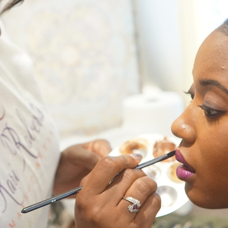 What to Consider When Choosing a Wedding Day Makeup Artist