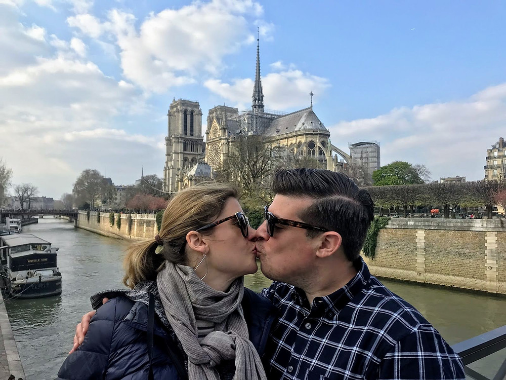 A kiss in front of Notre Dame