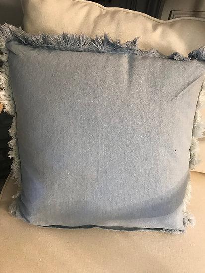 Coussin en coton délavé avec franges
