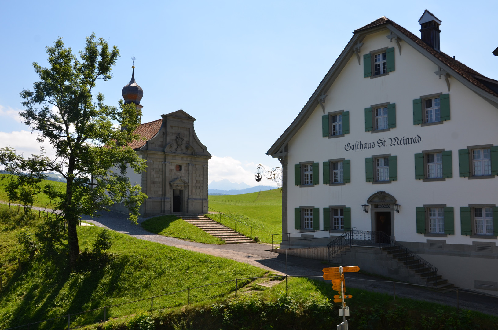 Kapelle und Gasthaus St. Meinrad
