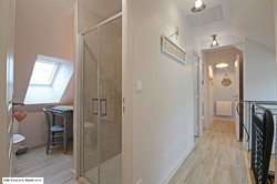 Salle d'eau rose avec douche 90 x 90