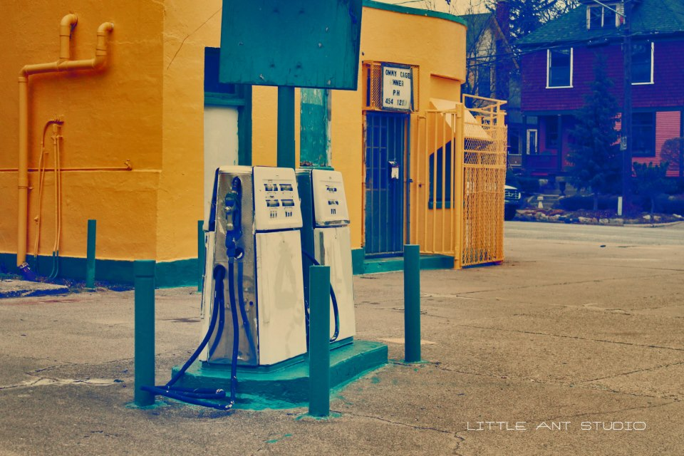 RETRO GAS STATION