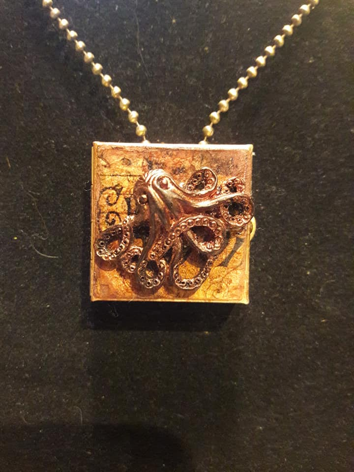 Octopus Locket - outside