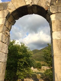 Una delle porte di accesso alla città romana di Carsulae