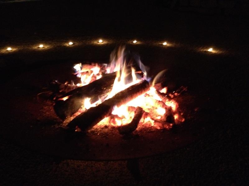 Feuer und Kerzenlicht