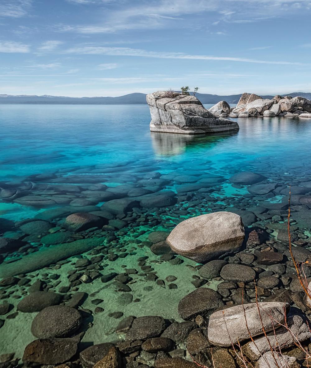 Turquoise water at Bonsai Rock in Lake Tahoe Nevda