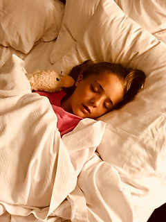 girl-sleeping-on-bed-1359554.jpg
