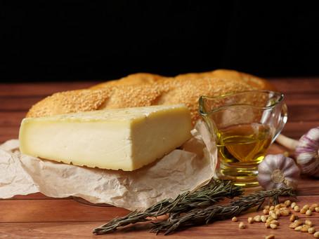 Рецепт запеченного сыра Таледжио с багетом