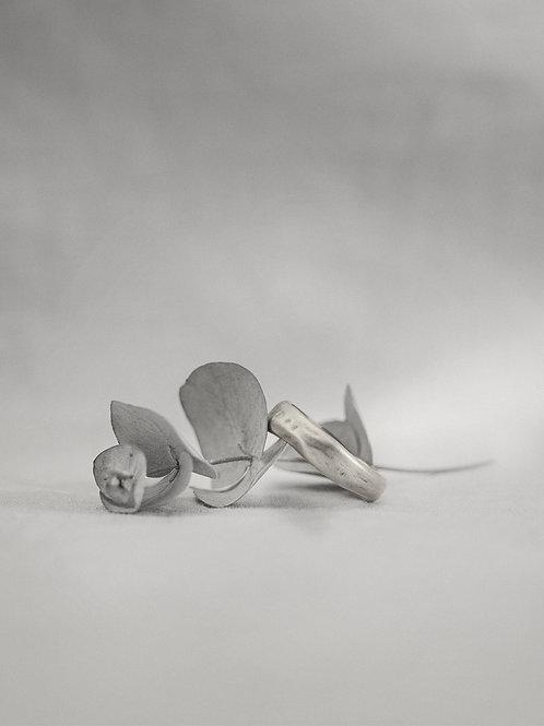 ANNEAV I - hammered band ring