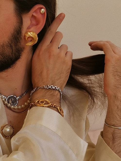 Plant ornament earrings