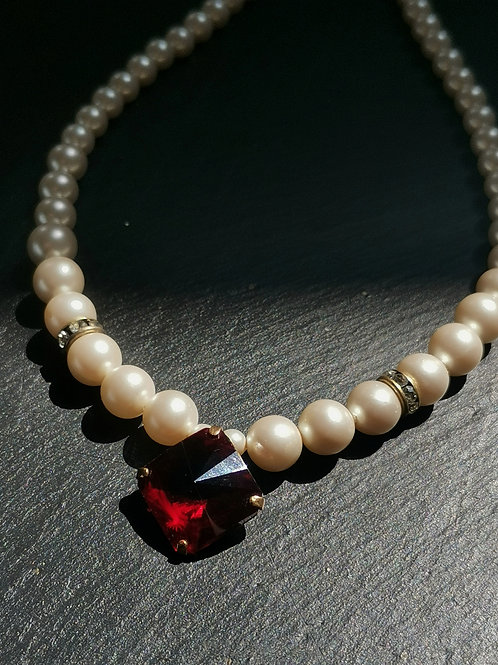 Faux garnet and pearls necklace