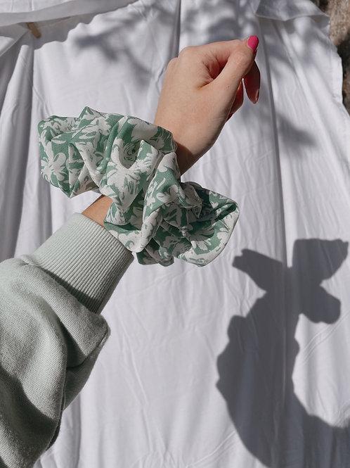 Lily Oversized Scrunchie