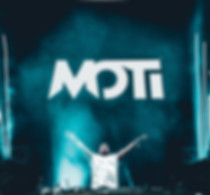 DJ MOTi On a DJ Show with a lot of music fans