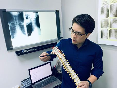 長期不良姿勢玩手機 易頸椎錯位