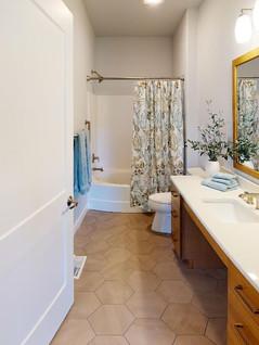 Midwest-Homes-Inc-Bathroom(1).jpg