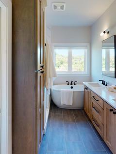 Premier-Builders-Inc-Bathroom.jpg