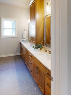 Midwest-Homes-Inc-Bathroom.jpg
