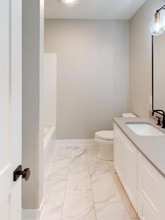 Summit-Custom-Homes-Bathroom(1).jpg