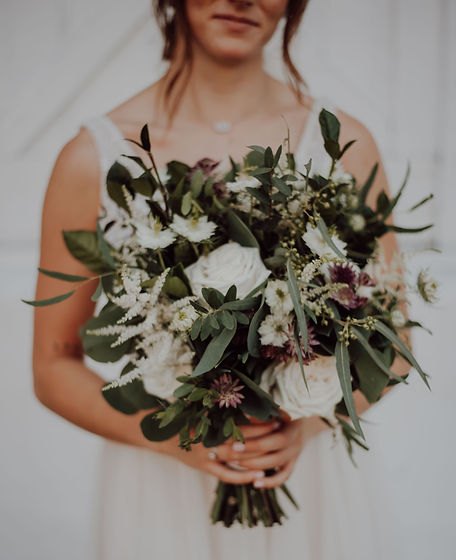 A%2520bride%2520and%2520her%2520beautiful%2520bouquet_edited_edited.jpg