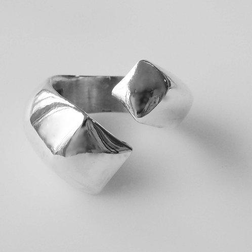 Uneven Double Noghteh Ring