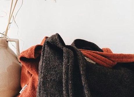 Grand cabas en laine bouillie marron: Studio Noos