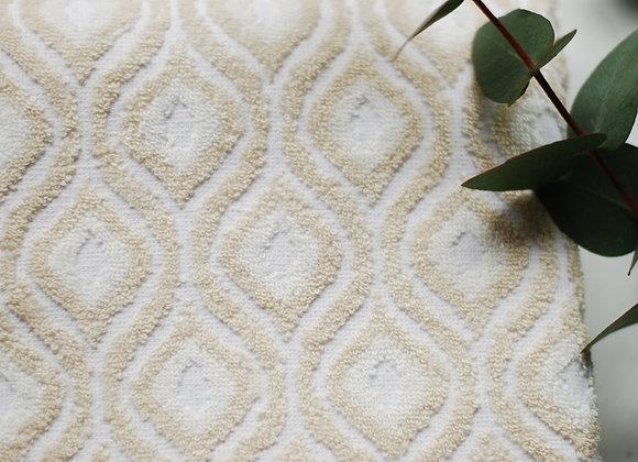 Serviette blanche et beige, motifs seventies