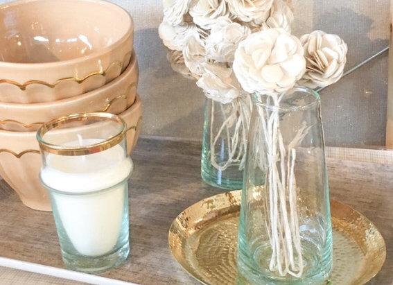 Fleur en papier couleur crème