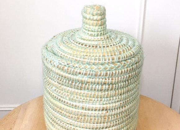 Pot en osier et laine vert clair